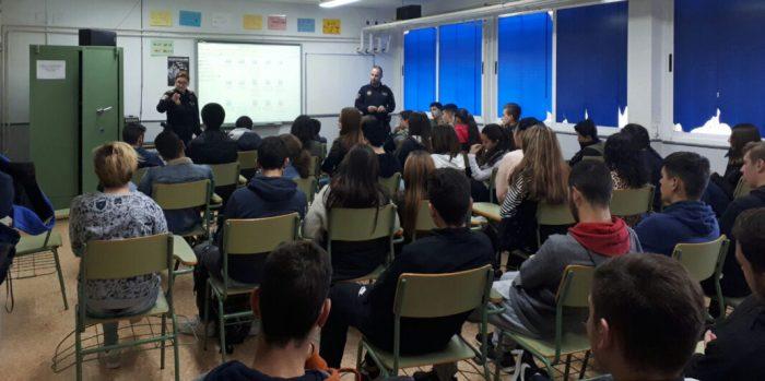 Més de 200 jóvens de Cullera realitzen un programa d'educació vial