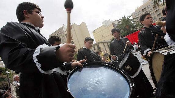 La tamborada de la Setmana Santa d'Alzira afronta la recta final per tal de ser declarada Patrimoni Immaterial Cultural de la Humanitat per la Unesco