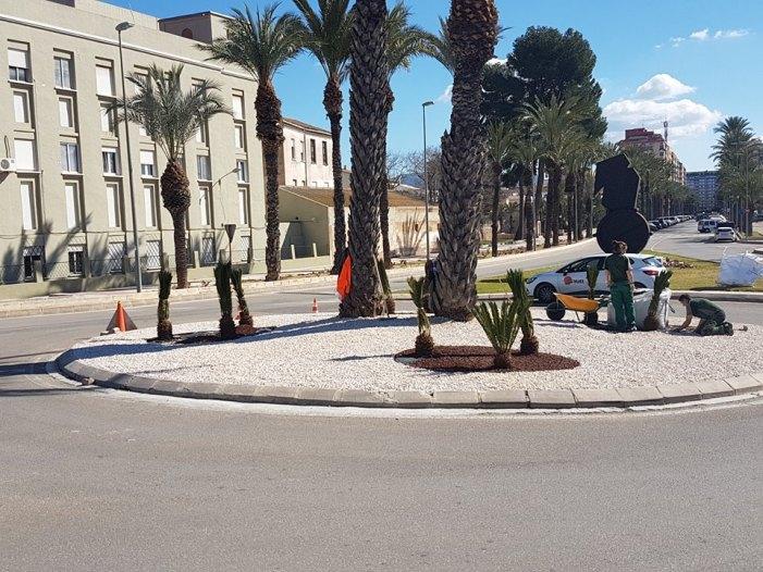 Alzira aposta per un model de jardineria sostenible a les rotondes amb el consegüent estalvi d'aigua