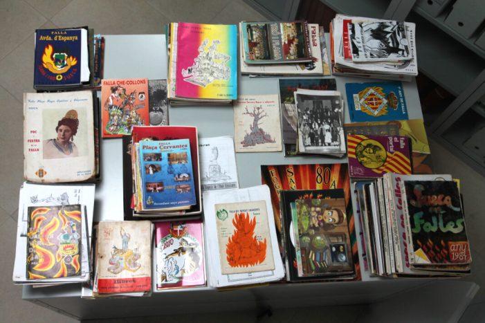 Donen 354 llibrets de falla a la Biblioteca de Sueca