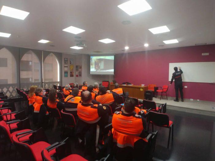 Protecció Civil de Almussafes participa en un curs d'extinció d'incendis i falles