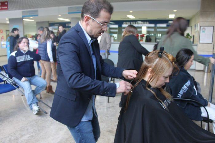 L'Hospital de La Ribera recull prop de 5 quilos de pèl per fer perruques per a pacients oncològics