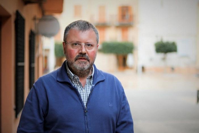 El Club de Lectura d'Almussafes rep la visita de l'escriptor Urbà Lozano