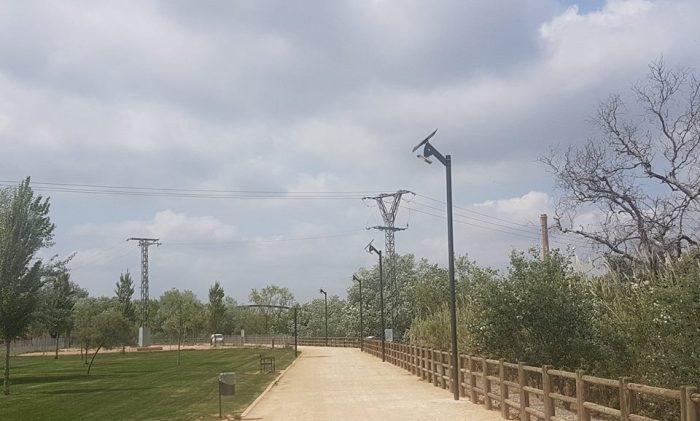 Han començat a instal•lar-se els fanals que il•luminaran la zona del passeig fluvial d'Alzira
