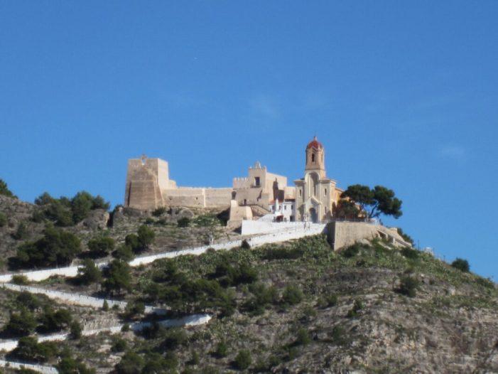 Cullera repinta les revoltes del castell coincidint amb les festes majors