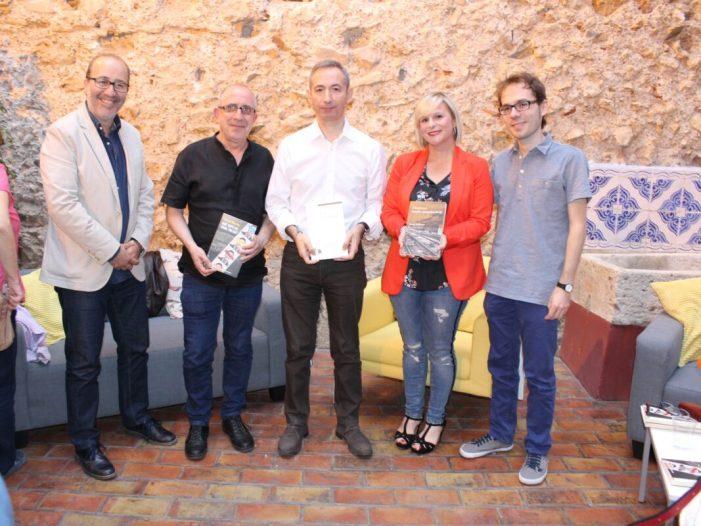 Una tertúlia literària servix per a presentar el premi de Novel•la i el de Poesia dels Ciutat d'Alzira