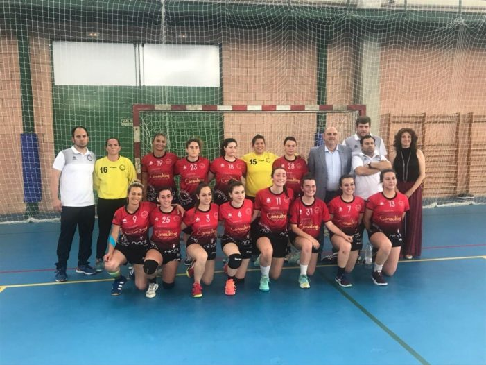 Grans les xiques del Club Handbol Asvian Assessors Burjassot