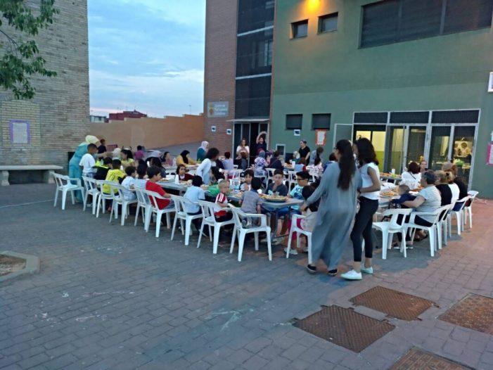 Alzira celebra al CPC un sopar comunitari entre dones per celebrar l'Iftar del Ramadà