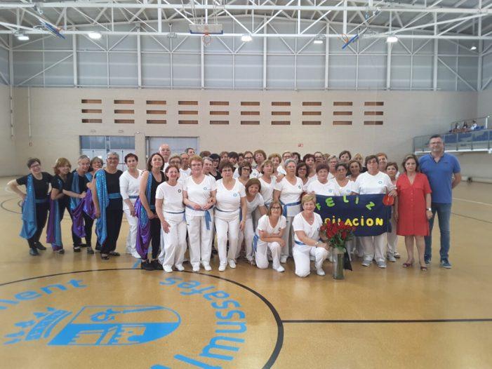 L'alumnat dels programes esportius de l'Ajuntament d'Almussafes exhibeix el seu aprenentatge davant la ciutadania