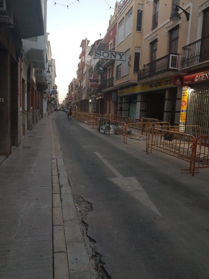 Finalitzen les obres d'ampliació de voreres al carrer Reis Catòlics