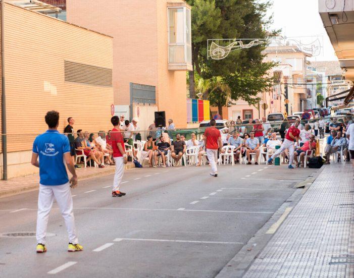 Les festes d'Almussafes acosten la pilota valenciana a la ciutadania