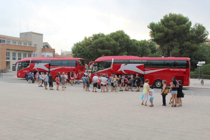Alarcón acull als joves participants en el campament de l'Ajuntament d'Almussafes