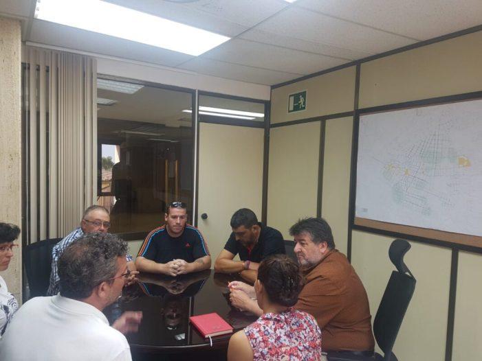 El Regidor de Serveis Públics, Fernando Pascual, es reunix amb els representants d'empresa de FCC
