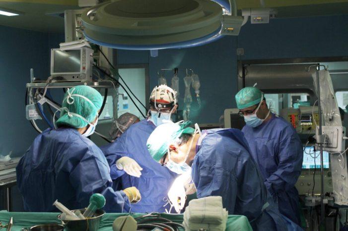 La Ribera instrueix cirurgians d'altres hospitals en tècniques quirúrgiques de la paret toràcica