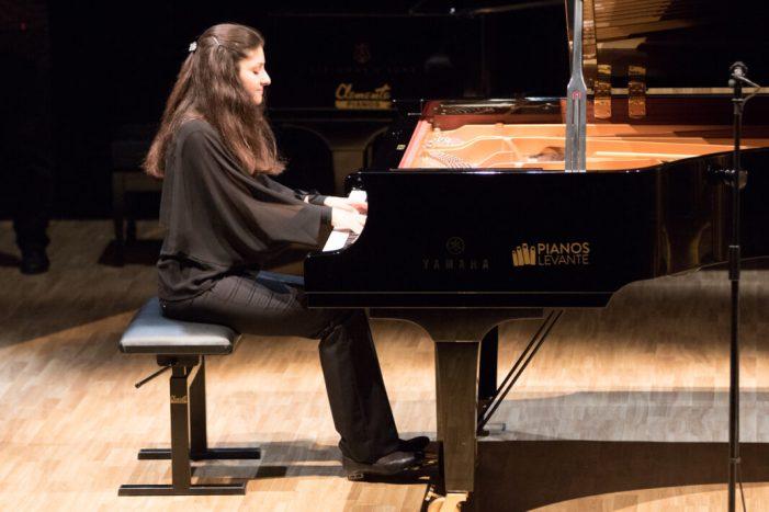 La pianista Fatima Dzusova presenta a Carlet el seu disc i inicia gira per les comarques valencianes
