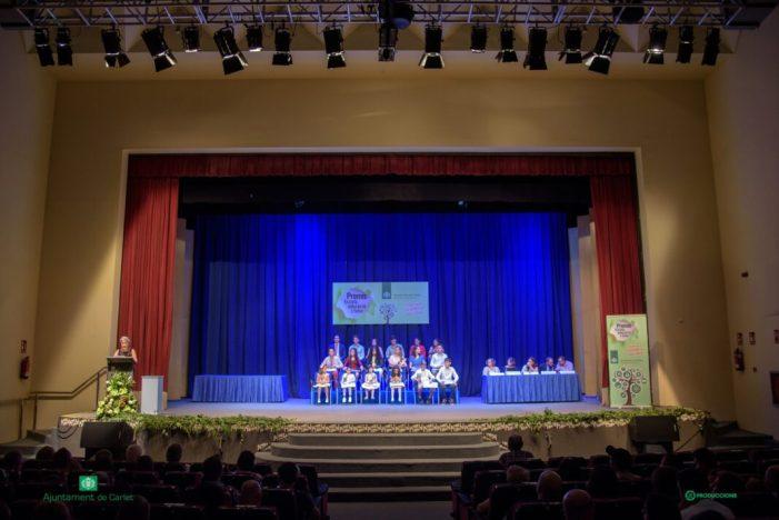 18 estudiants dels centres educatius de Carlet reben els Premis Escola, educació i futur