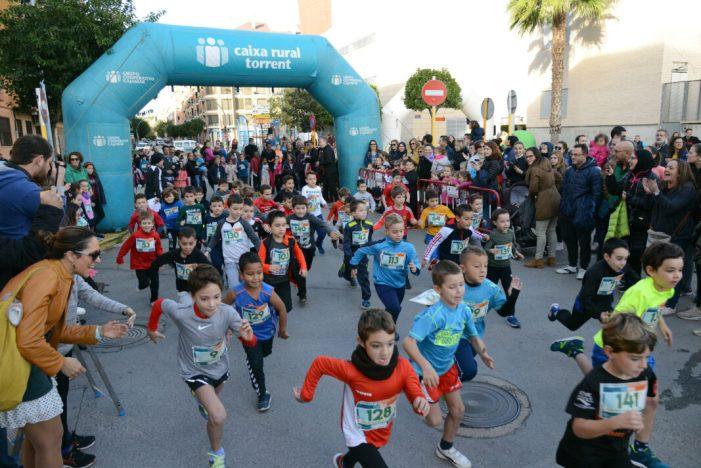 Centenars de xiquetes i xiquets participen en la primera Cursa Escolar de Paiporta