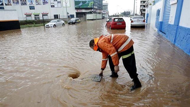 Pluges intenses provoquen el tall de la pràctica totalitat de carreteres d'accés a Algemesí durant tot el matí