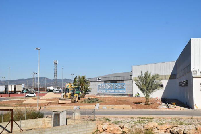 El polígon industrial Ciutat de Carlet estrena llums i nou mobiliari urbà
