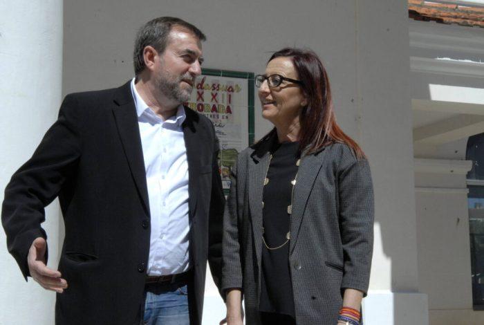 La vicepresidenta acompanya als veïns i veïnes de Guadassuar a la cavalcada de la 'repartició de la carn'
