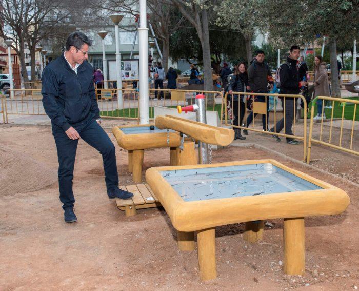 El Consell de la Infància i Adolescència d'Almussafes inaugura la tirolina del parc Central