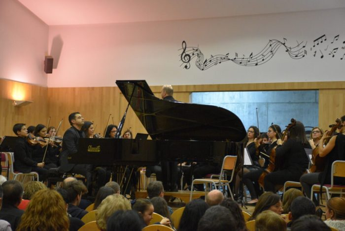 Éxit del concert de l'orquestra simfònica del Conservatori amb el pianista Carlos Cortina