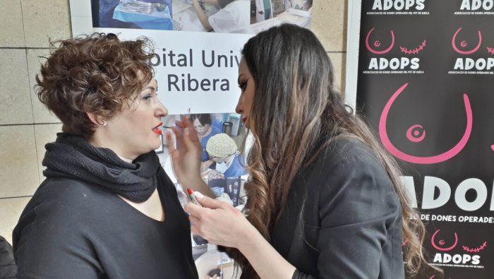 L'Hospital d'Alzira trasllada el seu taller de maquillatge oncològic al vestíbul principal amb motiu del 14 de febrer