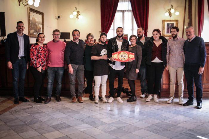 Jorge Fortea entrega el cinturó de campió Intercontinental IBF al poble de Sueca