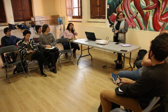 Els participants del projecte de cuina contra el canvi climàtic de Godella posen en comú les seues primeres experiències