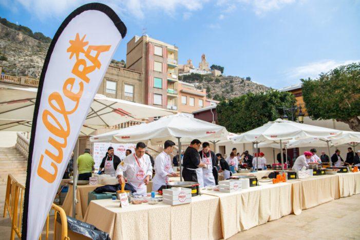 Dihuit restaurants competixen en el IV Concurs Nacional de Paella de Cullera