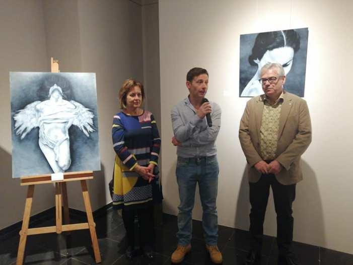 L'artista almussafeny Selma Adam homenatja la dona en una nova mostra pictòrica