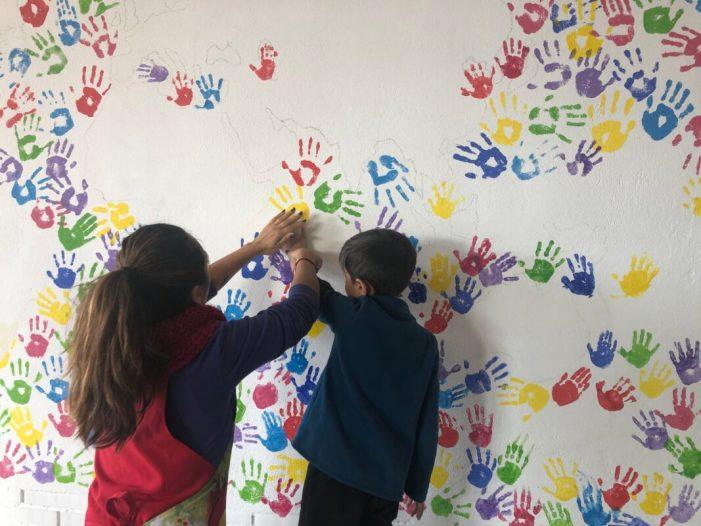 El CEIP La Fila d 'Alfafar commemora el Dia de la Pau amb la pintura d'un mural