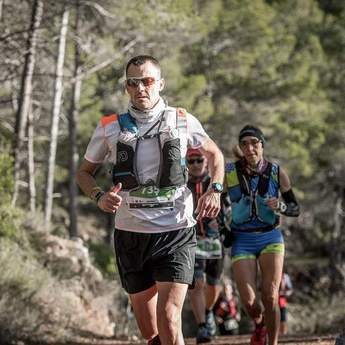 Eduardo Russu, establit a Almussafes, es prepara per al Marathon Des Sables