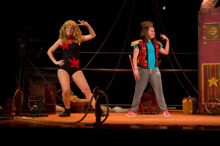 """El programa """"Anem al teatre"""" cerca un any més fomentar l'amor per les arts escèniques entre els escolars de Mislata"""
