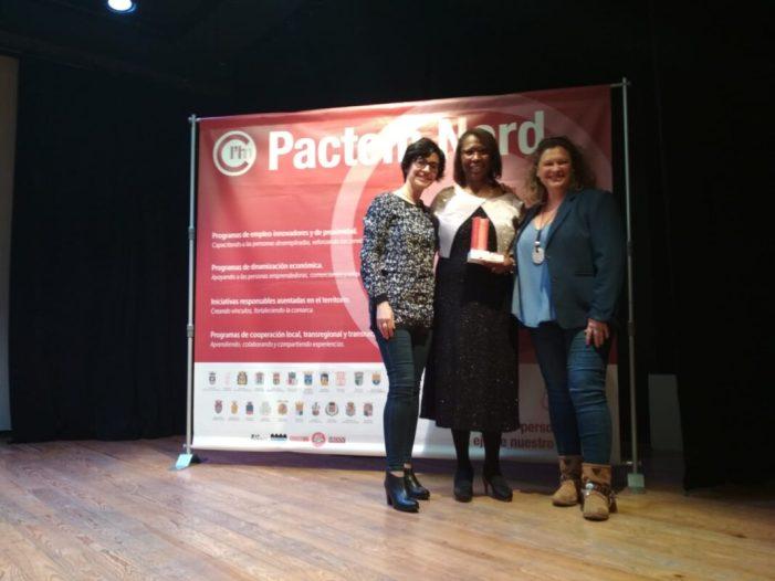 Esther Wiltshire Jones rep el premi Pactem Nord a millor emprenedoria responsable