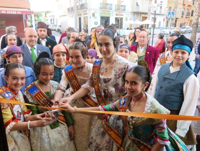 La simpatia dels ninots i la música valenciana protagonitzen els primers actes fallers a Turís