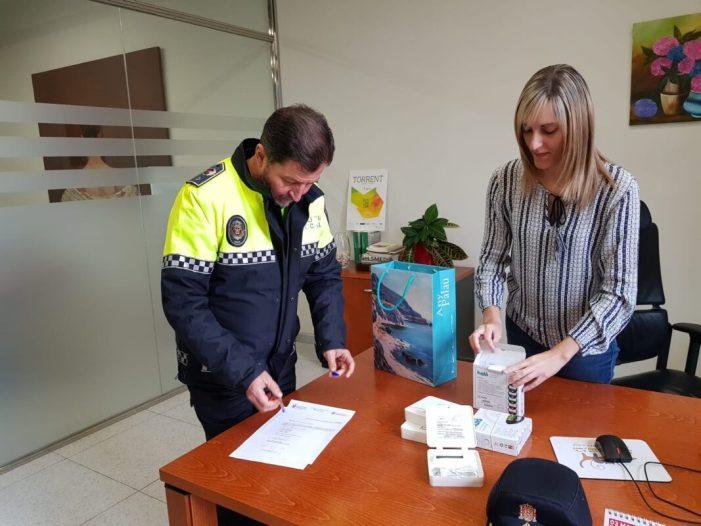La Policia Local de Torrent rep de la Mancomunitat de l'Horta Sud cinc lectors de microxips per a identificar animals extraviats