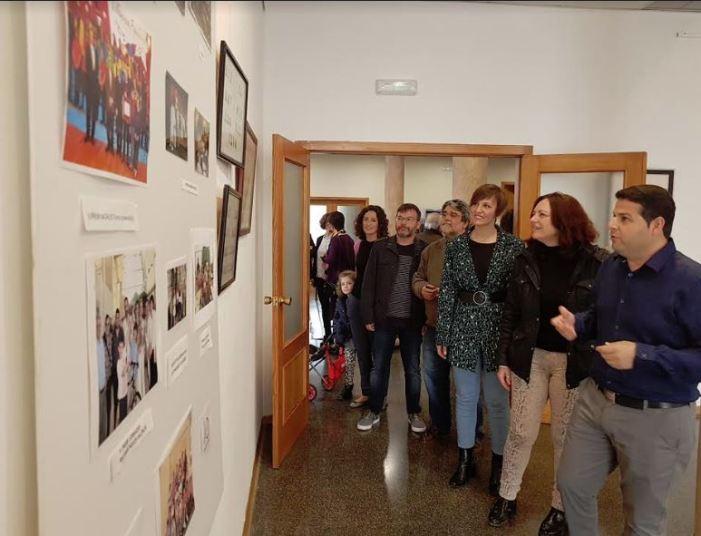 """El CEIP Trullás de Benifaió exposa en el Centre Cultural Enric Valor la seua mostra """"40 anys fent escola"""""""