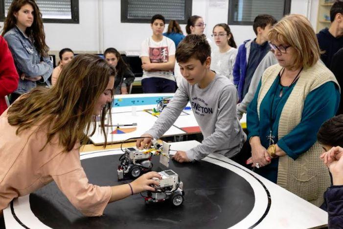 La robòtica, molt present a les aules de l'IES l'Om  de Picassent