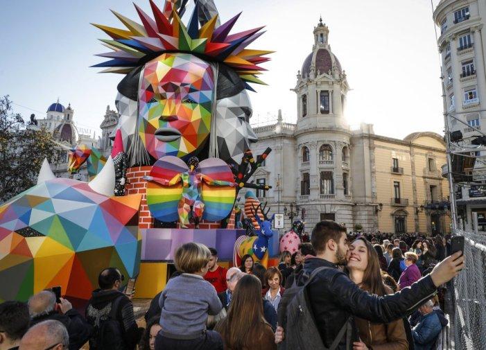 La Junta de Govern Local aprova  la concessió de subvencions a les comissions falleres per la il·luminació decorativa dels seus carrers amb motiu de les Falles de 2019