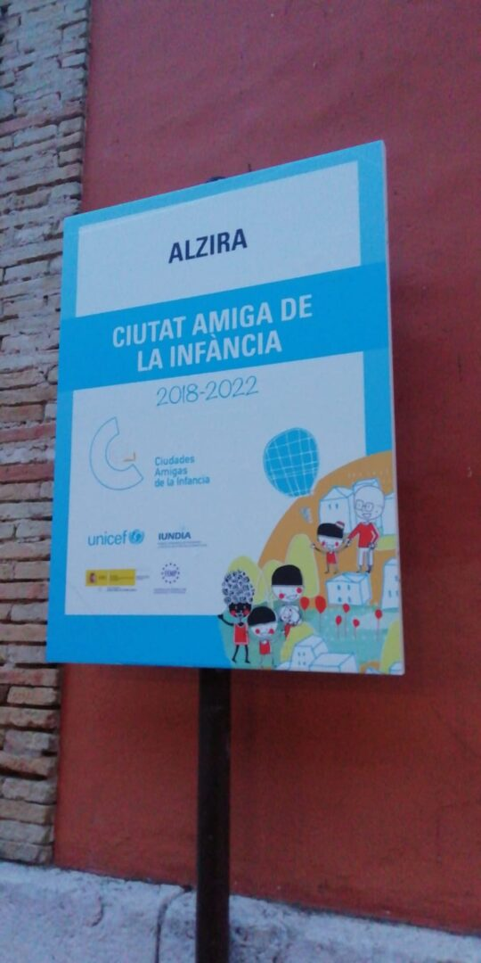 Alzira actualitza les senyals de Ciutat Amiga de la Infància