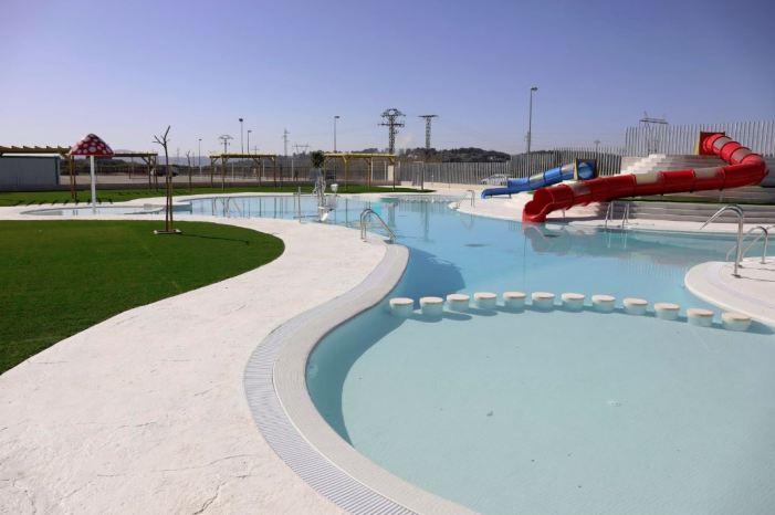 Alberic inaugura la piscina d'estiu i acaba amb una reivindicació històrica