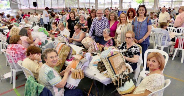 Alboraia guarda tres minuts de silenci per la dona assassinada a Port Saplaya