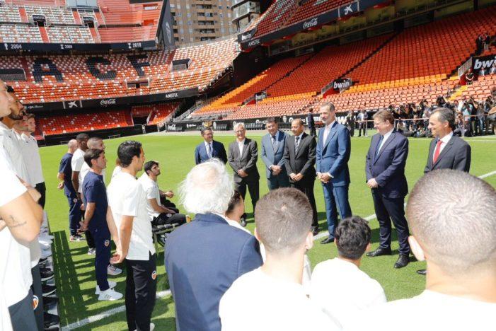 L'alcalde de València, Joan Ribó, ha assistit este matí junt al president de la Generalitat, Ximo Puig a l'audiència del Rei Felip VI al València Club de Futbol