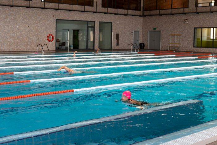 Més de 500 persones passen per la piscina de Cullera en menys d'una setmana