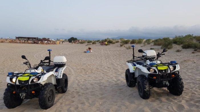 La presència policial espanta el botellot de les dunes de l'Escollera