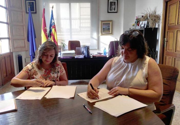 En Alcàsser l'actual Alcaldessa Eva Zamora, del PSPV, ha signat un pacte per la governabilitat de l'Ajuntament d'Alcàsser amb Maria Jose Garcia, portaveu de Ciudadanos.