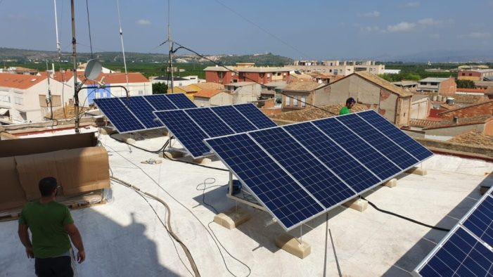 Càrcer aposta per l'autoconsum elèctric amb l'establiment de plaques solars a l'ajuntament