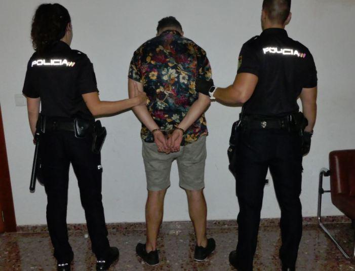 La Policia Nacional deté a un home per cometre furts en l'aeroport de Manises