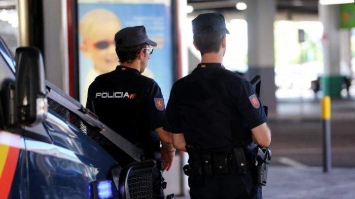Un Policia Nacional fora de servei deté en Torrent a l'autor d'un robatori amb violència després de perseguir-lo